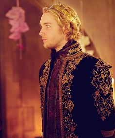 From CW's Reign. Not historically accurate but lovely all the same. Toby Regbo Reign, Alone On An Island, François Ii, Butterfly Live, Marie Stuart, We Are Golden, Reign Mary, King Of Queens, Queens Jewels