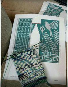 Fair Isle Knitting Patterns, Knitting Charts, Knitting Stitches, Knitting Designs, Mittens Pattern, Knit Mittens, Knitted Gloves, Knitting Socks, Stitch Patterns