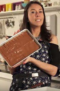 A receita de chocolate tipo Twix é mais elaborada, mas rende bastante. | 12 receitas para preparar em casa o que você mais ama comprar no mercado