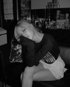 ❝We hate and love together, yeah that's US! South Korean Girls, Korean Girl Groups, Blackpink Debut, Jennie Kim Blackpink, Park Chaeyoung, Blackpink Jisoo, Ulzzang Girl, Hottest Models, Portrait