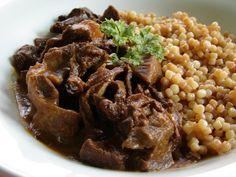 Zúzapörkölt tarhonyával - recept a javából Cooking Recipes, Healthy Recipes, Food 52, Risotto, Beans, Food And Drink, Dishes, Vegetables, Ethnic Recipes