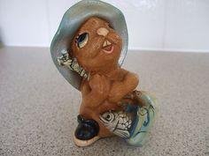 "Vintage Pendelfin rabbit figurine from 1970s ""Whopper"""