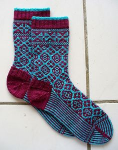 Knitting Patterns Socks Mosaic Tile Sock by Kathleen Taylor from The Big Book of Socks Photo by FluffyKnitterDeb Diy Knitting Socks, Crochet Socks, Knitted Slippers, Wool Socks, Knit Mittens, Knitted Bags, Hand Knitting, Knit Crochet, Knitting Patterns