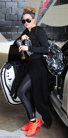 Khloe Kardashian gets back to the gym AND takes a SoulCycle class Khloe Kardashian Style, Kardashian Jenner, Lamar Odom, Back To The Gym, Gym Style, How To Slim Down, Ladies Dress Design, Casual Chic, Sport Outfits