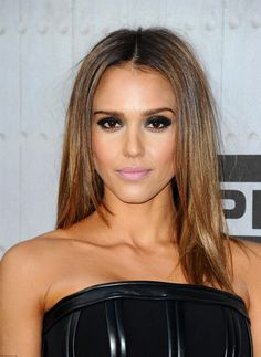 Gorgeous Jessica Alba with bronzed skin, smokey eyes and golden highligts at 2014 Spike TV's Guys Choice Awards.