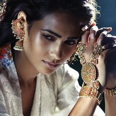 5 ways the Vogue Wedding Show can make a bride's job easier - Yahoo Lifestyle India Saris, Bollywood, Vogue Wedding, Vogue India, Wedding Show, India Wedding, Wedding Ideas, Temple Jewellery, Indian Bridal
