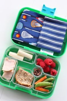 Packing school lunches can be a seamless process if you have the right tools and also some good tips. Check out our favorite lunch bag of 2017!