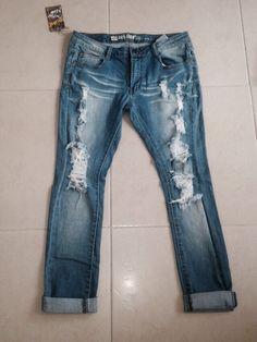 Jean con rotos Pants, Fashion, Trouser Pants, Moda, La Mode, Women's Pants, Fasion, Women Pants, Fashion Models