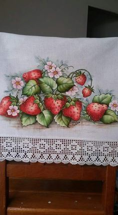 Morangos Baby Painting, One Stroke Painting, Fabric Painting, Country Crafts, Victorian Art, Fruit Art, China Painting, Painting Patterns, Pictures To Paint