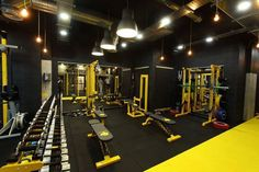 √ Best Home Gym Ideas and Gym Rooms for Your Training Room Take a look at the top house fitness center suggestions from those of us that have existed and also know what works! Home Gym Design, House Design, Piscina Spa, Gym Setup, Gym Room At Home, Gym Interior, Interior Design, Basement Gym, Gym Decor