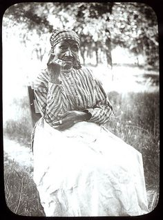 +~+~ Antique Photograph ~+~+  African American Woman and former slave from Kentucky.  Taken prior to 1915.
