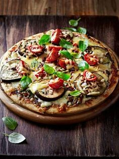 Eggplant Pizza - Marmiton Recipe: A Recipe Aubergine Pizza, Aubergine Recipe, Eggplant Pizzas, Pizza Recipes, Vegan Recipes, Skillet Recipes, Pizza Buns, Naan Pizza, Pizza Rolls