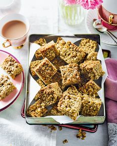 You can't beat a proper, old-fashioned flapjack recipe – made using chunky oats and golden syrup – with a good cup of tea. Easy Baking Recipes, Oats Recipes, Sweet Recipes, Cookie Recipes, Dessert Recipes, Recipies, Dessert Bars, Desserts, Dinner Recipes