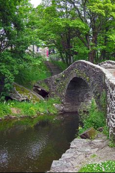 River Doon flowing under Auld Brig O'Doon in Ayrshire, Scotland