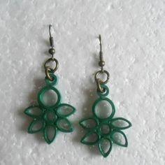 Aretes color verde oscuro