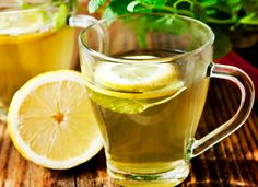 Concerned about your liver and kidney health? Read more to learn about the right fruits for liver and kidney health. Detox To Lose Weight, Weight Loss Detox, Healthy Detox, Healthy Life, Healthy Living, Drinking Hot Lemon Water, Cranberry Juice Detox, Lemon Water In The Morning, Lemon Benefits