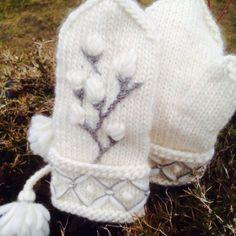 Grey on White mittens Knitted Mittens Pattern, Dishcloth Knitting Patterns, Knit Mittens, Knitting Socks, Crochet Stitches, Knit Crochet, Crochet Patterns, Wool Embroidery, Yarn Inspiration