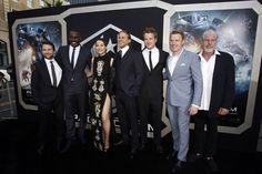 Charlie Day, Idris Elba, Rinko Kikuchi, Charlie Hunnam, Robert Kazinsky, Diego Klattenhoff et Ron Perlman