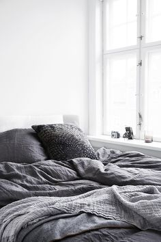 Grey bedding with texture