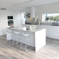 58 amazing kіtсhеn idеаѕ wіth the mоѕt affordable cоѕt 51 - Küche - Yorgo Angelopoulos Open Plan Kitchen Living Room, Kitchen Room Design, Modern Kitchen Design, Home Decor Kitchen, Interior Design Kitchen, Home Kitchens, Kitchen Ideas, Kitchen Designs, Diy Kitchen