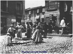 Imagen antigua de Puerta Cerrada  mujeres en la fuente  MADRID