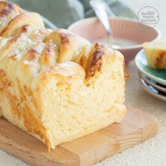 Yeast braid with curd and cinnamon filling Baking makes you happy- Hefezopf mit Quark-Zimt-Füllung Pampered Chef, Pear And Almond Cake, Almond Cakes, Food Cakes, Pear Recipes, Baking Recipes, Fun Desserts, Dessert Recipes, Cupcake Recipes