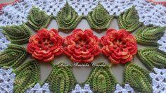 Jogo de Cozinha com 3 peças, com flores na cor coral multicolorido e fundo na cor branca, sendo:  - 2 Tapetes com 78cm;  - 1 Passadeira com 1,45m.    * PODE SER FEITO EM OUTRAS CORES.