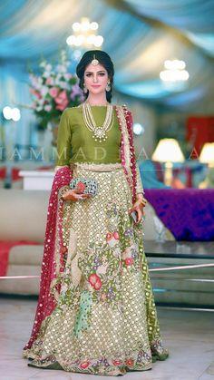 Pakistani Mehndi Dress, Bridal Mehndi Dresses, Pakistani Formal Dresses, Pakistani Wedding Outfits, Wedding Dresses For Girls, Pakistani Dress Design, Bridal Outfits, Indian Dresses, Indian Clothes