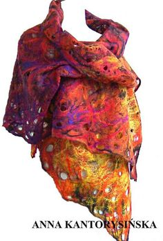 Felted scarf FIRE QUEEN. I like the colors of fire.There are: yellow, orange, maroon, claret, amaranth, ruby, cherry violet and black. It is very