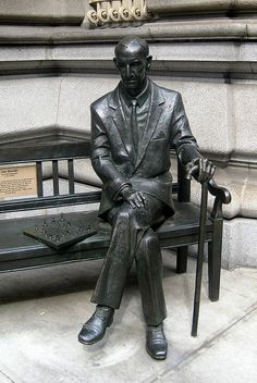 Karol Badyna's statue of Polish resistance fighter, Jan Karski (NYC) in front of the Polish Embassy Poland Ww2, Polish People, Army History, Memorial Museum, Bronze, Art Sculptures, Central Europe, United States Travel, Sculptures