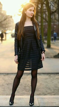 Pantyhose Outfits, Black Pantyhose, Black Tights, Nylons, Pantyhose Fashion, Skirt Outfits, Dress Skirt, Great Legs, Beautiful Legs