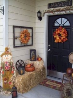 These cheap and easy fall porch ideas will give your front porch a cozy and inviting makeover. From diy fall porch signs to fall porch planters there are plenty of ideas for inspiration for how to decorate your porch with . Autumn Decorating, Porch Decorating, Decorating Ideas, Fall Home Decor, Autumn Home, Diy Autumn, Thanksgiving Decorations, Diy Thanksgiving, Halloween Decorations