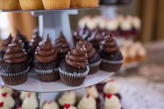 Mmmm chocolate! Mini cupcakes at Erin & Wesley's beautiful wedding | Photo credit Molly Joseph Photography #weddingcupcakes #charleston #cupcakedownsouth