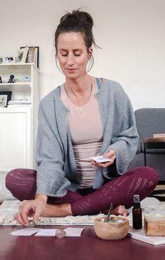 #quote #darkness #light #insights #diyretreat #wisdom #yinyang #retreatyourself #zeitfürmich #auszeit #zuhause #spiritualität #yogalehrer #rituale #selfcare Yoga Teacher, Time Out, Ad Home