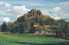 Tolštejn stojí na vypreparovaném znělcovém sopouchu.