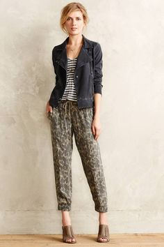 Bella Dahl Brushed Camo Joggers, great weekend casual look #anthrofave