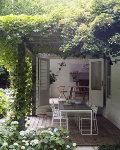 10 cool and buoyant tricks: modern backyard garden backyard garden fence chain links. Stone Backyard, Modern Backyard, Die Hamptons, Gazebos, Garden Windows, Small Space Gardening, Outdoor Living, Outdoor Decor, Indoor Outdoor