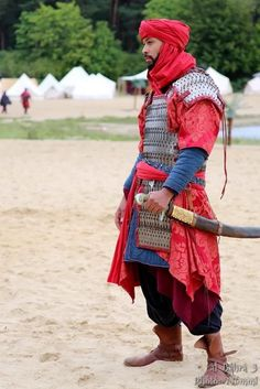 Inspiration for guards? Larp, Medieval Armor, Medieval Fantasy, Desert Clothing, Armor Clothing, Armadura Medieval, Arm Armor, Fantasy Armor, Cosplay