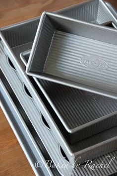 The USA Pans are constructed of aluminized steel, the material of choice for commercial bakeries. The metal thickness has been selected to allow for even heat distribution and maximum service life. An important and unique feature of this pan is its corrugated design.