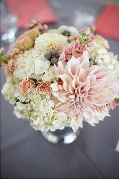 Here is a centerpiece of wedding table composed of flowers and coral. Discover diamondsetCarats wedding rings in gold and diamonds or other precious stones for this kind of ceremony. Rose Wedding, Wedding Bride, Wedding Table, Summer Wedding, Dream Wedding, Wedding Centerpieces, Wedding Decorations, Bridal Flowers, Bridesmaid Bouquet