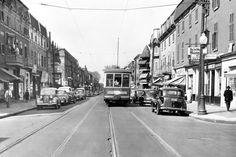 Tramway sur la rue Sainte-Catherine Est à l'angle de la rue Darling, 1952 (Photo: Archives de la STM) Old Pictures, Old Photos, Rue Sainte Catherine, Tramway, Old Montreal, Far Away, Hui, Claire, Street View