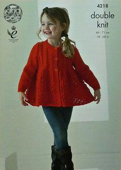 Chicas tejer patrón K4218 para niños largo manga cuello redondo Cable yugo delantal Cardigan tejido patrón DK (luz Worsted) rey Cole