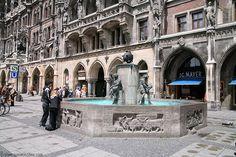 Fish Fountain at Marienplatz - Munich Pictures (This is where the Aiken GAPP group will often meet.)