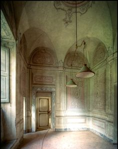 From Maison Lilly-France.  Arches are trompe l'oeil.....amazing