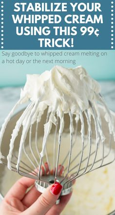 How to Stabilize Whipped Cream I WISH I learned this a long time ago! How to stabilize your whipped cream to keep it from melting or weeping! NEED TO KNOW HACK for Thanksgiving! Stabilized Whipped Cream Frosting, Making Whipped Cream, Homemade Whipped Cream, Coconut Whipped Cream, Whip Cream Frosting, Strawberry Whipped Cream Cake, Whipped Cream Desserts, Whipped Topping, Cake Frosting Recipe