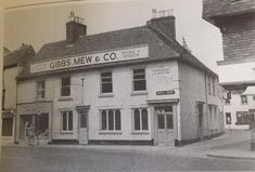 The Shoulder of Mutton, demolished in Now Bet Fred and a cafe on the corner bit with Cote Brasserie in the background. Salisbury, Wines, Multi Story Building, Louvre, Corner, History, Shoulder, Historia, History Books