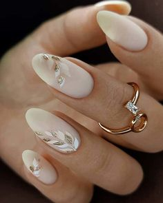 36 Pinterest Nails Wedding Ideas You Will Like ❤ pinterest nails nude with gold leaves lorinailsart #weddingforward #wedding #bride #pinterestnails #weddingbeauty Glam Nails, Fancy Nails, Cute Nails, Pretty Nails, Classy Gel Nails, Wedding Day Nails, Wedding Nails Design, Glitter Wedding Nails, Wedding Manicure