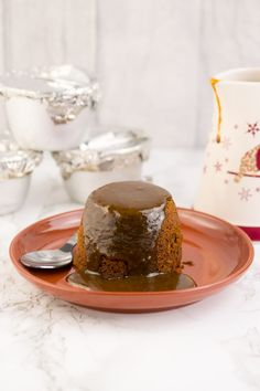 Following on from my recent recipe for Instant Pot Steamed Syrup Pudding, I thought I'd share with you how to make individual little puds in your pressure cooker. If I had my way, the next big thing in Instant Potting would be steamed puddings. Move over pressure cooker cheesecake, there's a fabulous