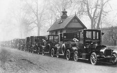 A line of London motor taxis at a cab rank in Knightsbridge (1907). Picture: GETTY  Fascinating early photographs of London