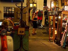 Loisaida defines itself as a retro-vintage store for men and women. A Taste of El Born, Flassaders Street | Earth to Iris